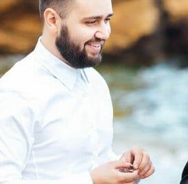 wedding-couple-on-the-ocean-with-a-priest-L2DTSXD-1.jpg